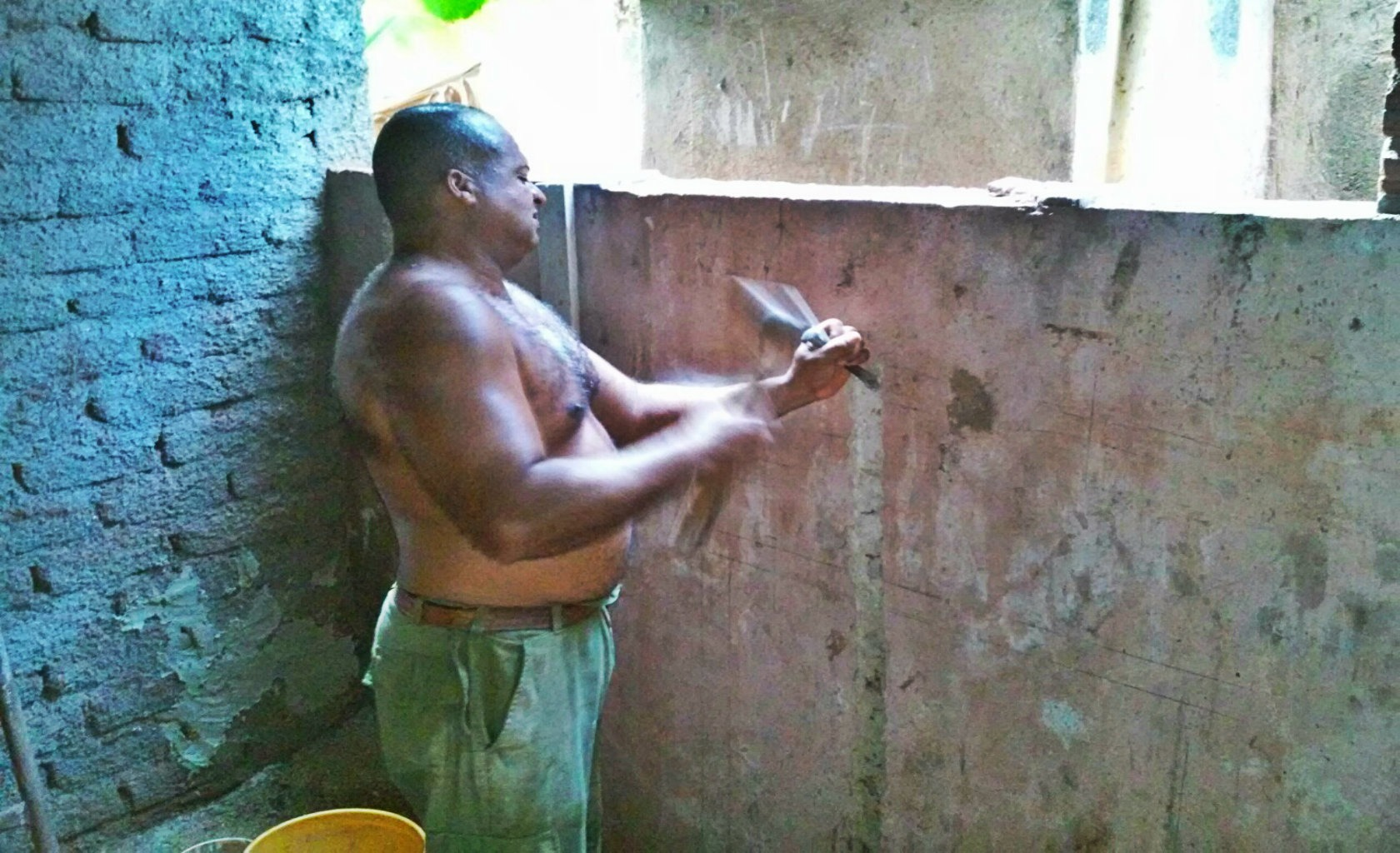 Eduardo, maçon à son compte à Cuba pour 40 euros par mois