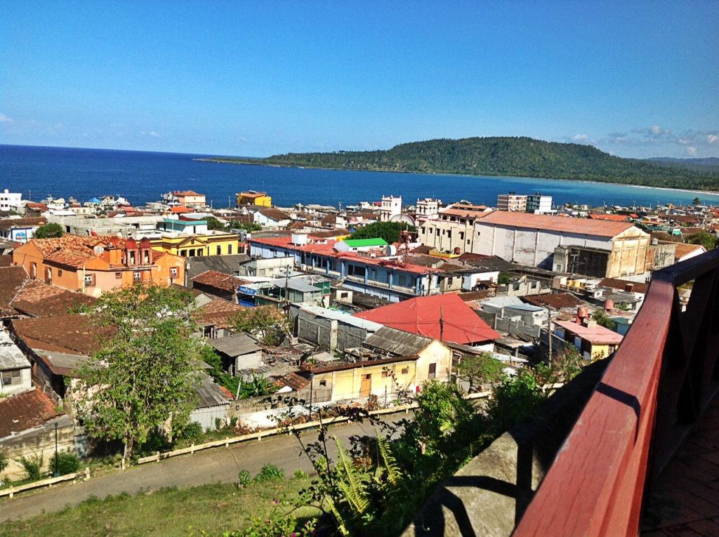 photo toits et mont Yunque