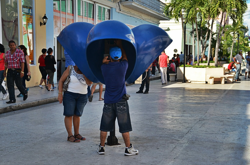 cabine télephonique à Cuba